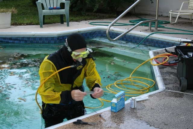 how to detect leak in pool liner